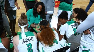 1819_WBB_Huddle1